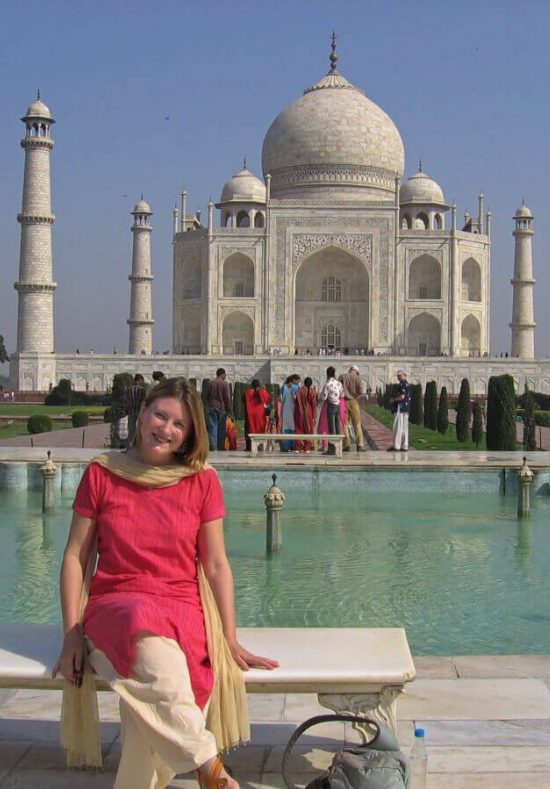 Lady-seated-with-Taj-Mahal-in-background