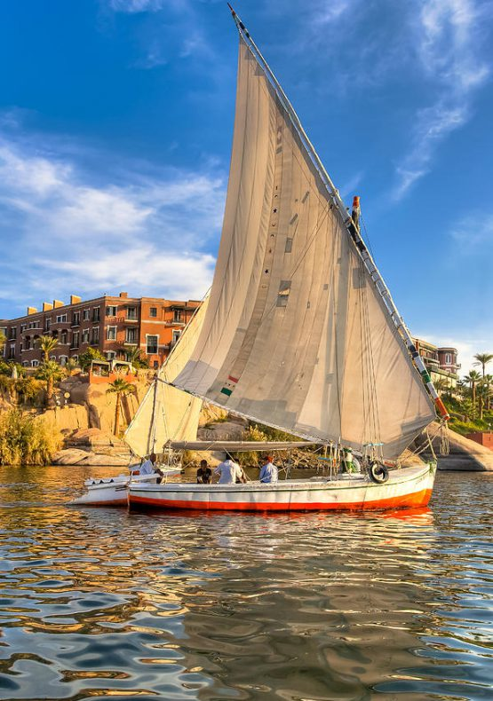 sailing-the-nile-on-a-beautiful-felucca